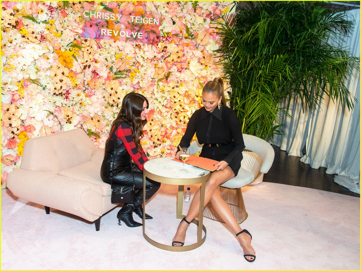 chrissy teigen shows off her revolve collection at nyc pop up104169986