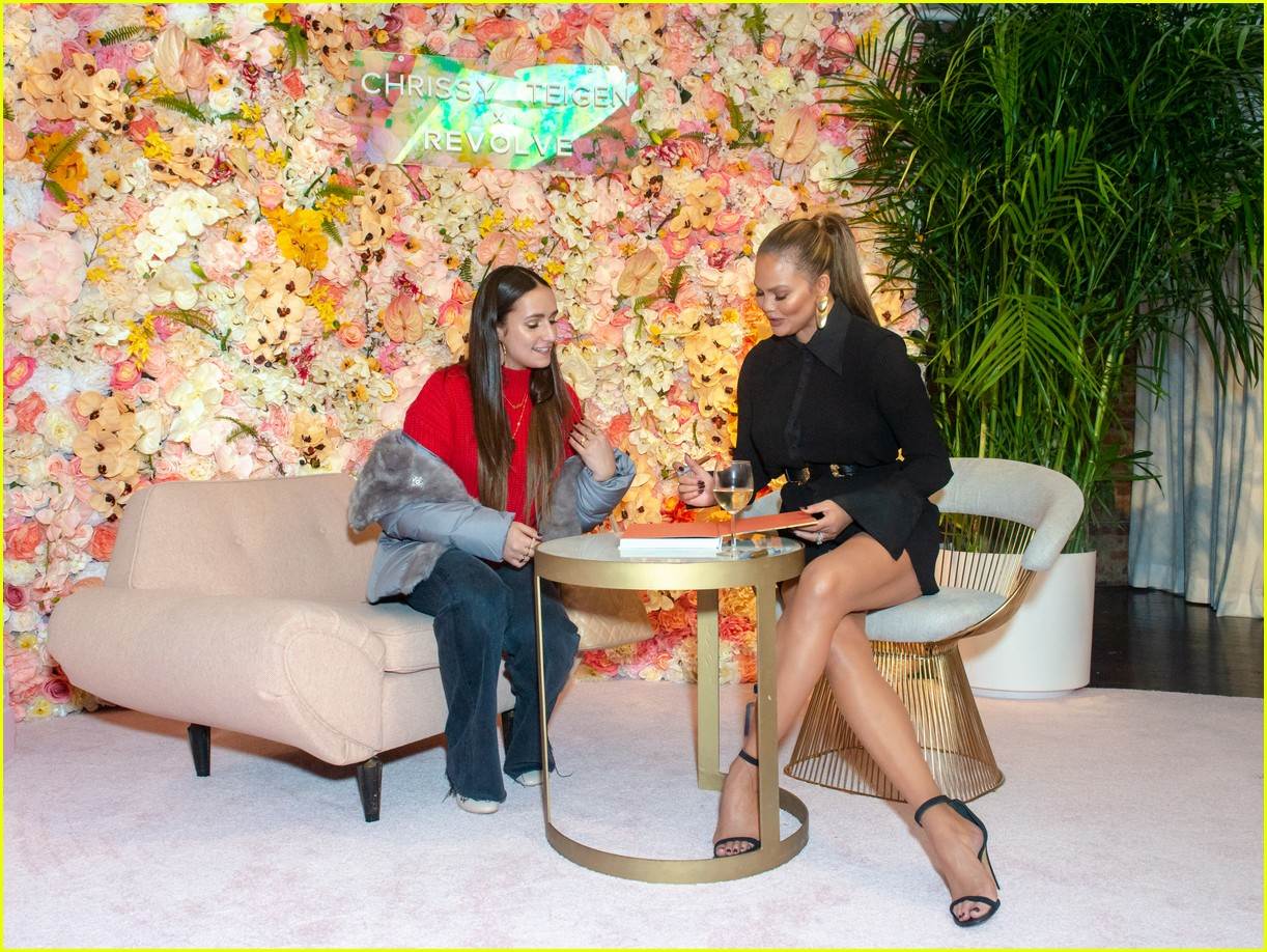 chrissy teigen shows off her revolve collection at nyc pop up114169987
