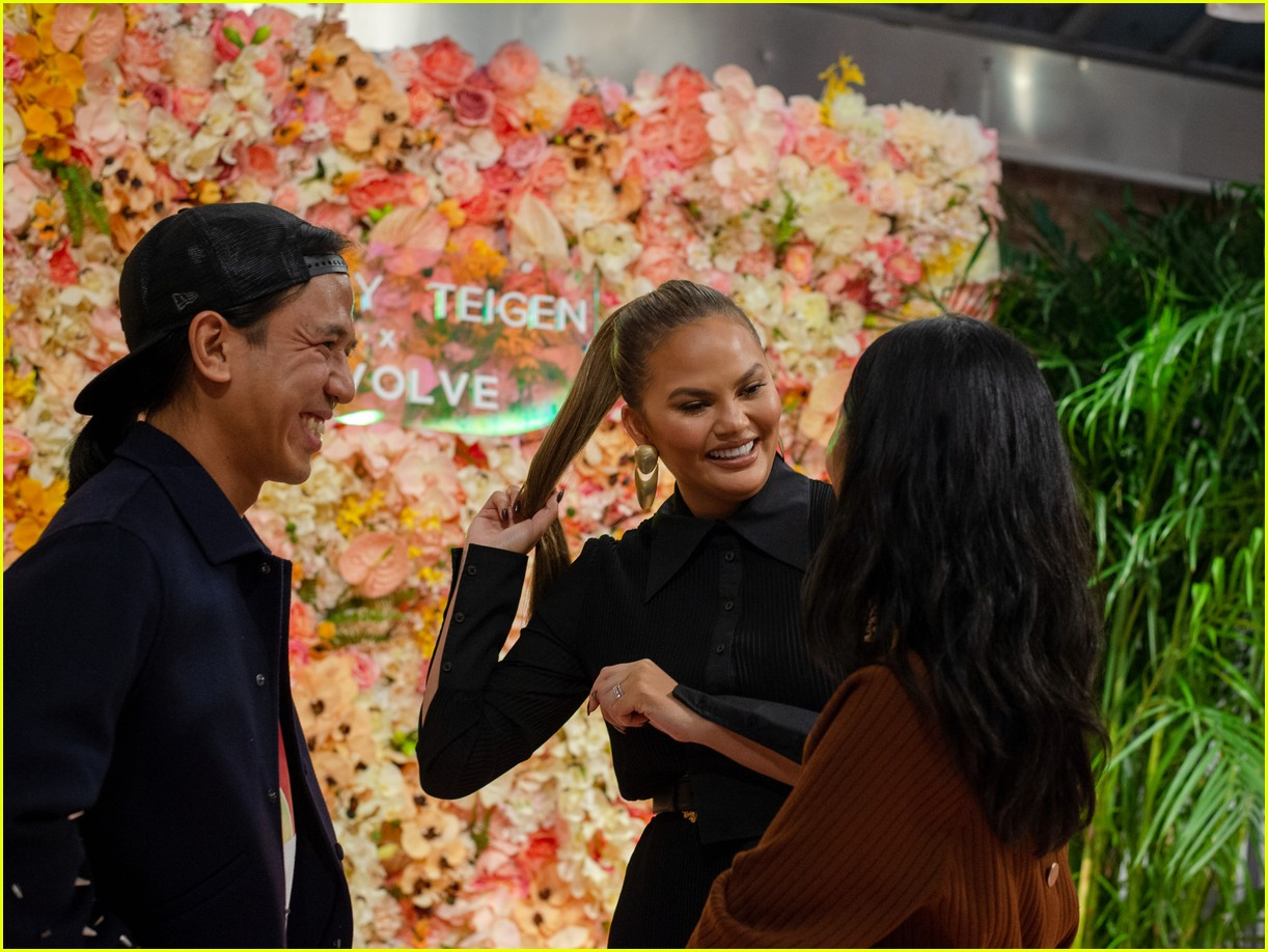 chrissy teigen shows off her revolve collection at nyc pop up154169991
