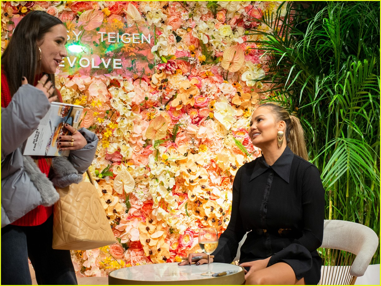 chrissy teigen shows off her revolve collection at nyc pop up194169995