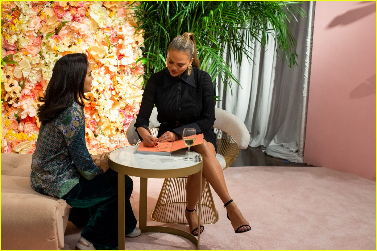 chrissy teigen shows off her revolve collection at nyc pop up214169997