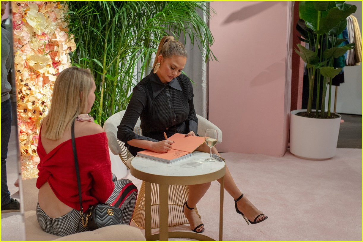 chrissy teigen shows off her revolve collection at nyc pop up234169999
