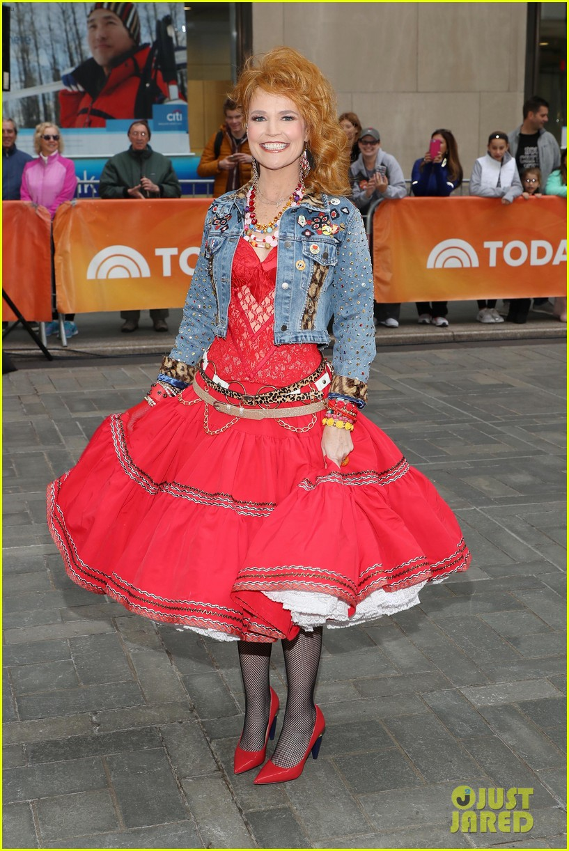 today show hosts show off their 80s inspired halloween costumes 024173858