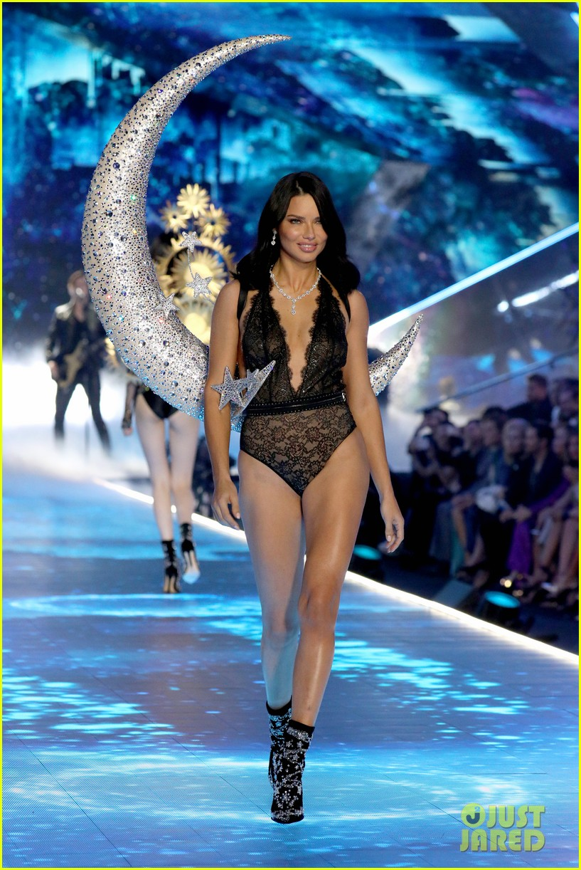 e9519083ff Adriana Lima Hits the Runway for Her Final Victoria s Secret Fashion Show!
