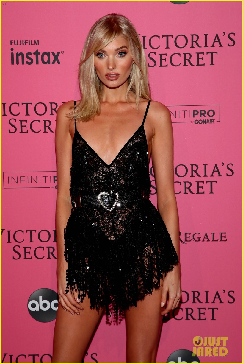 Candice Swanepoel Joins The Vs Angels At Fashion Show