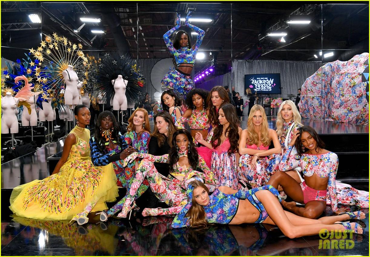 Victorias fun at backstage secret fashion show exclusive photo