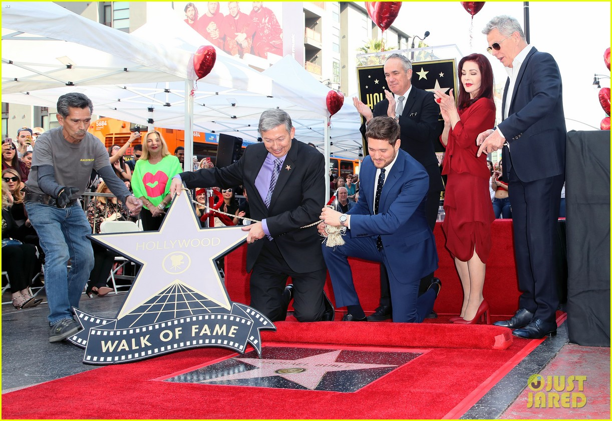 michael buble gets his star at hollywood walk of fame ceremony 054183815