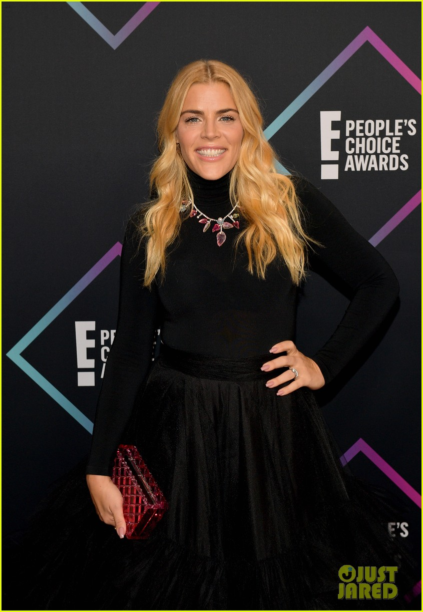 busy philipps had to rush out after presenting at peoples choice awards 01