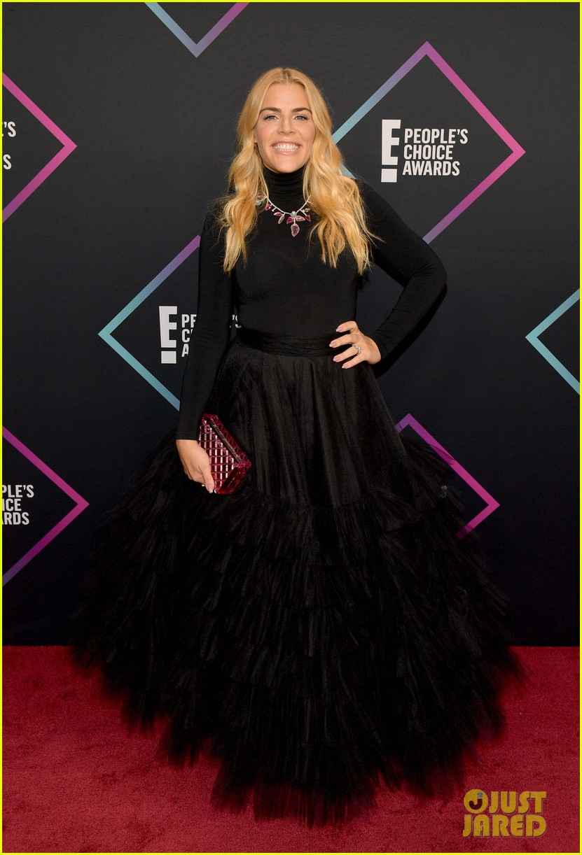 busy philipps had to rush out after presenting at peoples choice awards 05