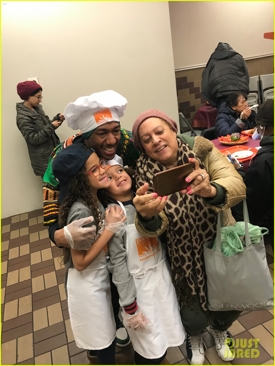 nick cannon david burtka their kids dish out thanksgiving meals 01.4186529