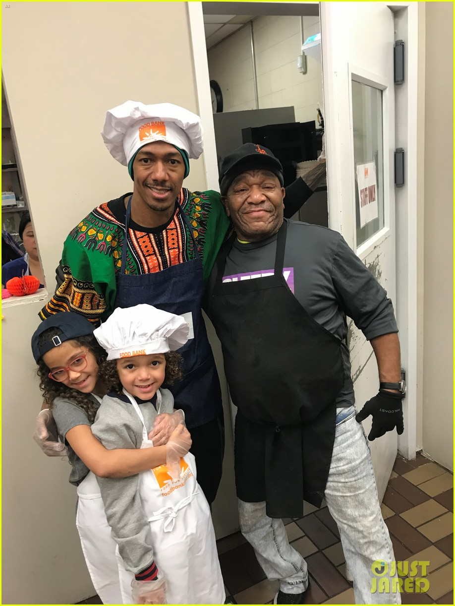 nick cannon david burtka their kids dish out thanksgiving meals 04.4186532
