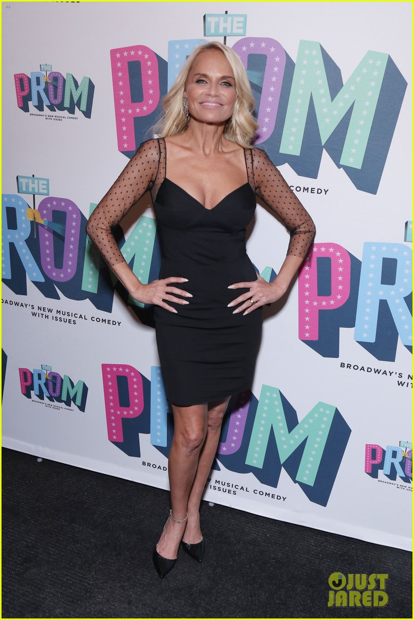 kristin chenoweth sutton foster the prom opening 014183320