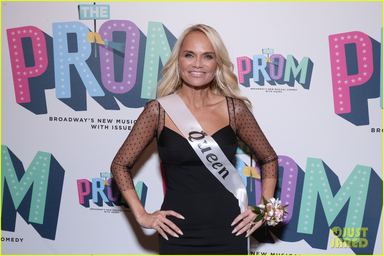 kristin chenoweth sutton foster the prom opening 094183328