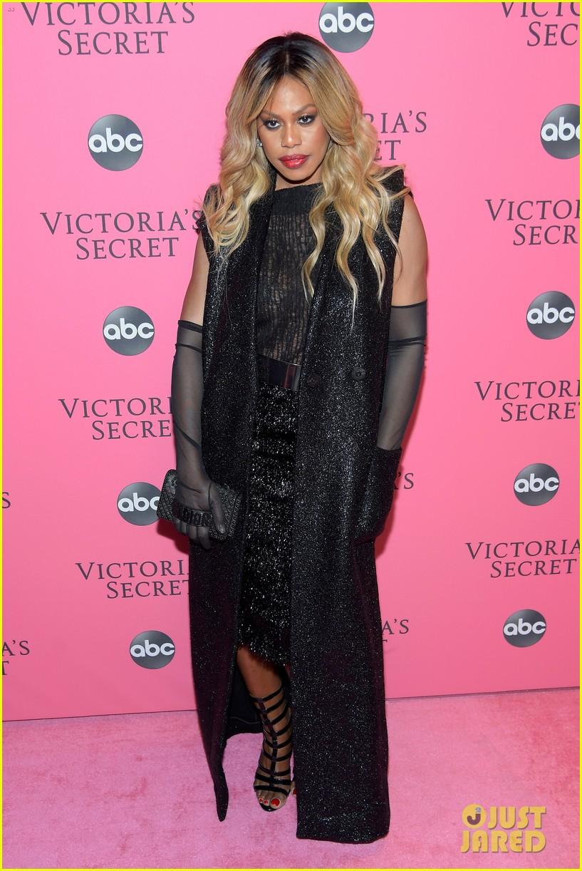 victorias secret fashion show pink carpet 014178459