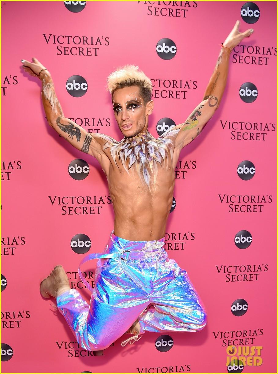 victorias secret fashion show pink carpet 054178463