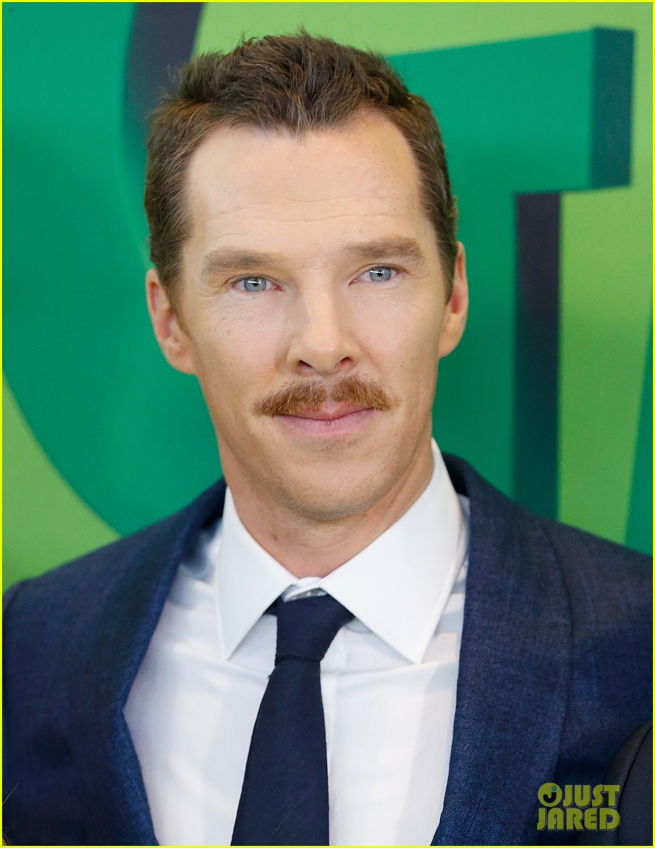 Benedict Cumberbatch Suits Up for 'The Grinch' Premiere in ...
