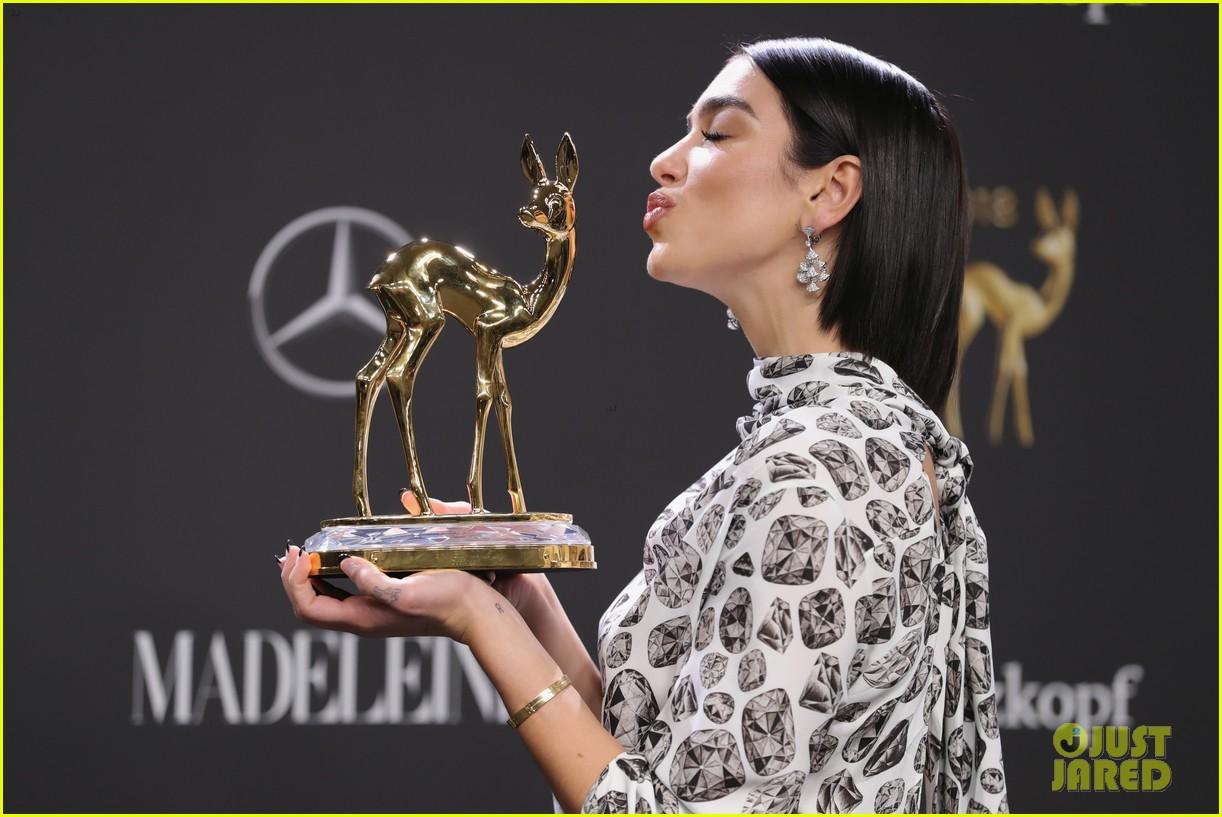 dua lipa liv tyler go glam for bambi awards 134184079