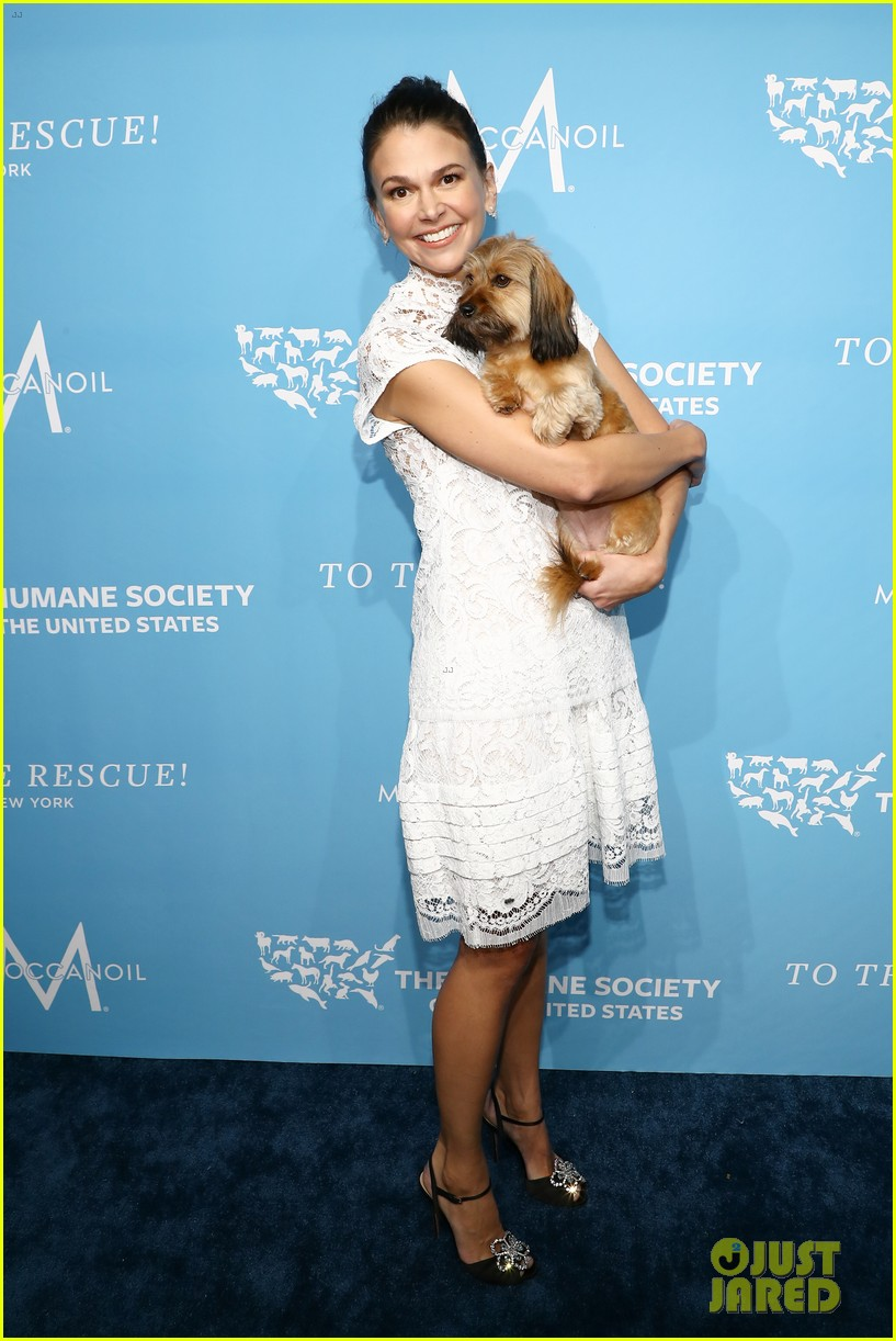 sutton foster humane society gala ted griffin 034180886