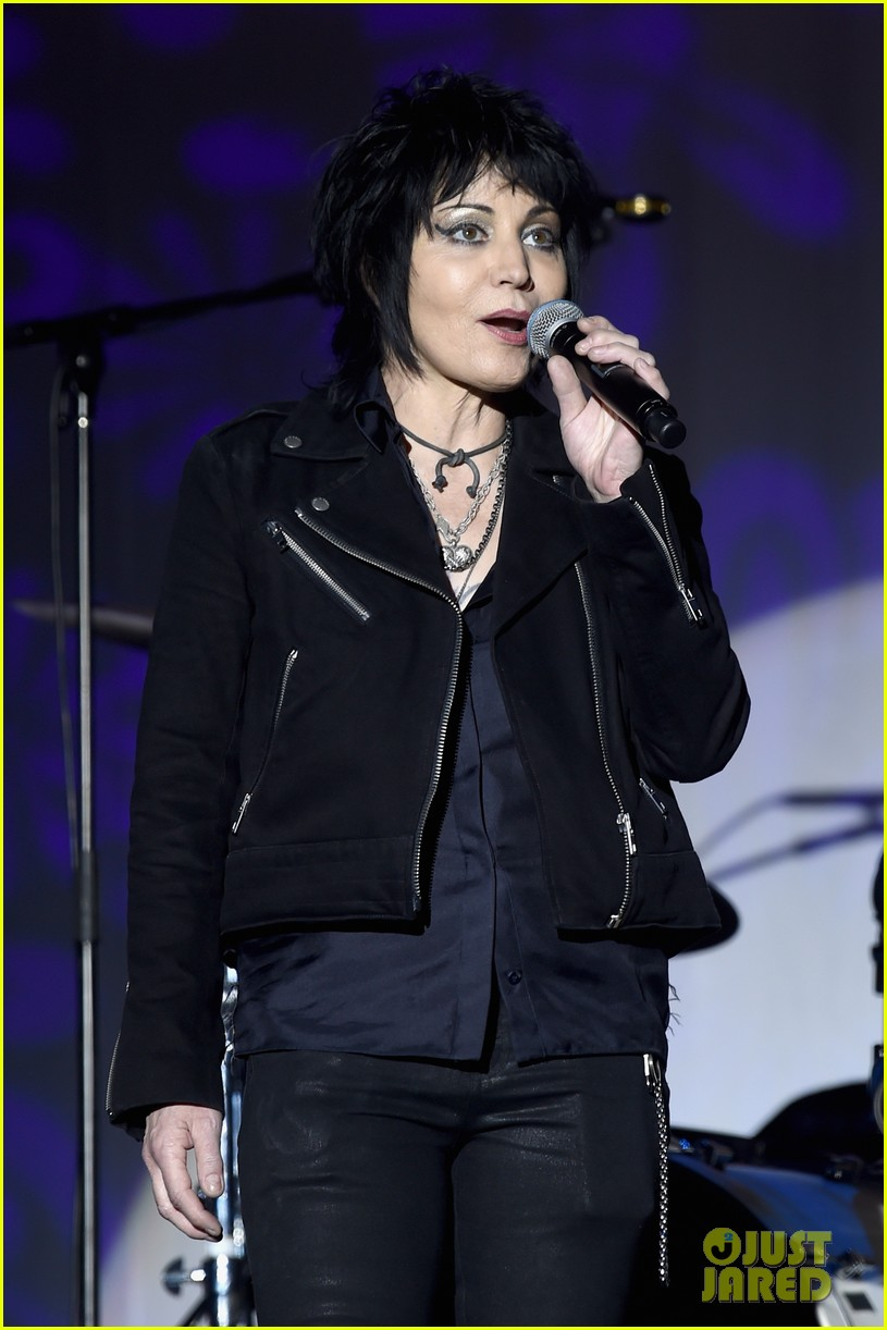 michael j fox performs with joan jett at his parkinsons benefit show 024179889