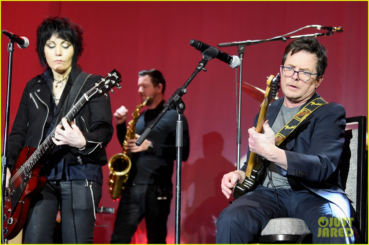 michael j fox performs with joan jett at his parkinsons benefit show 044179891