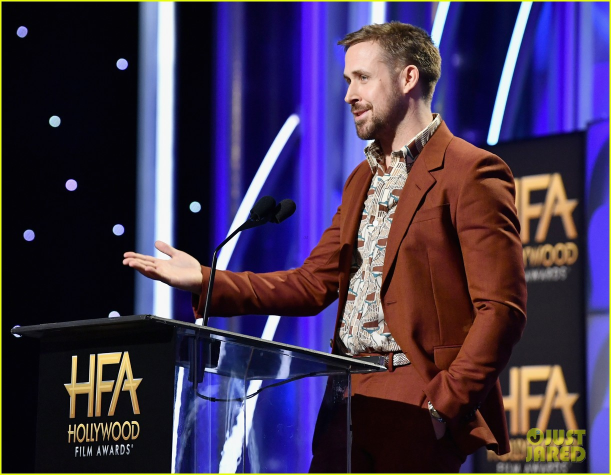 Ryan Gosling Honors First Man Director Damien Chazelle At