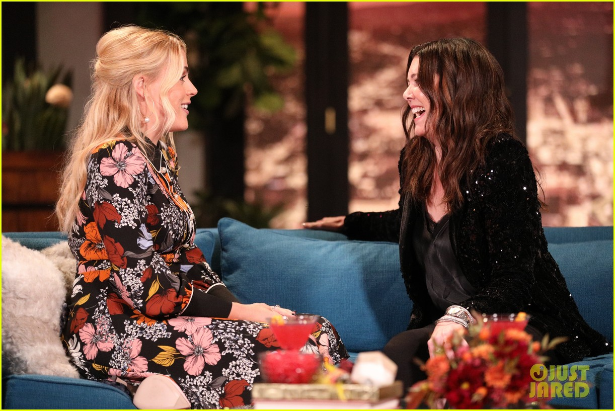 lauren graham admits she doesnt remember meeting busy philipps on busy tonight 08