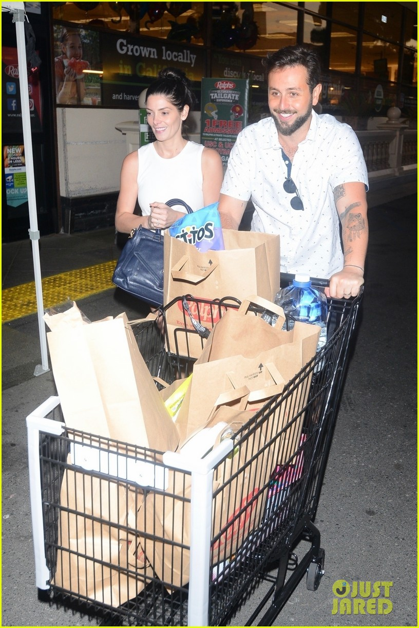 ashley greene and husband paul khoury are all smiles while grocery shopping 01