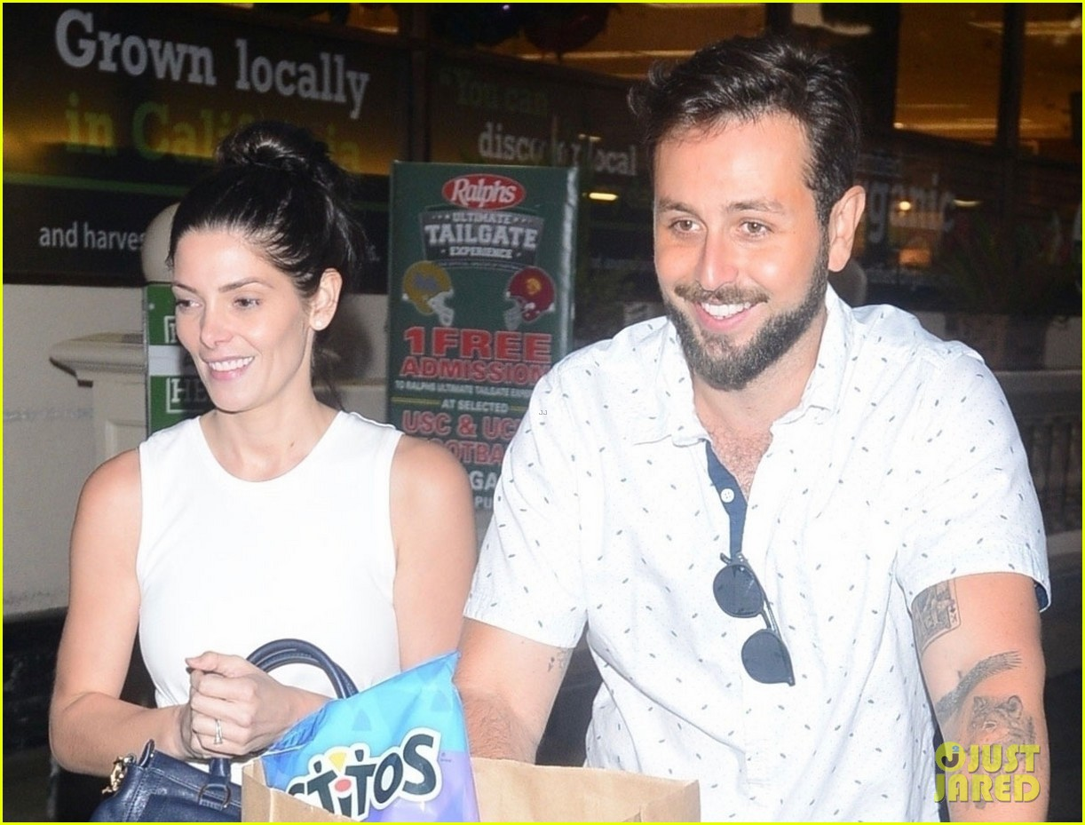 ashley greene and husband paul khoury are all smiles while grocery shopping 04