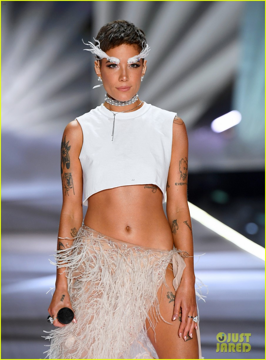 Halsey Wears Feathered Eyebrows For Victoria S Secret Fashion Show