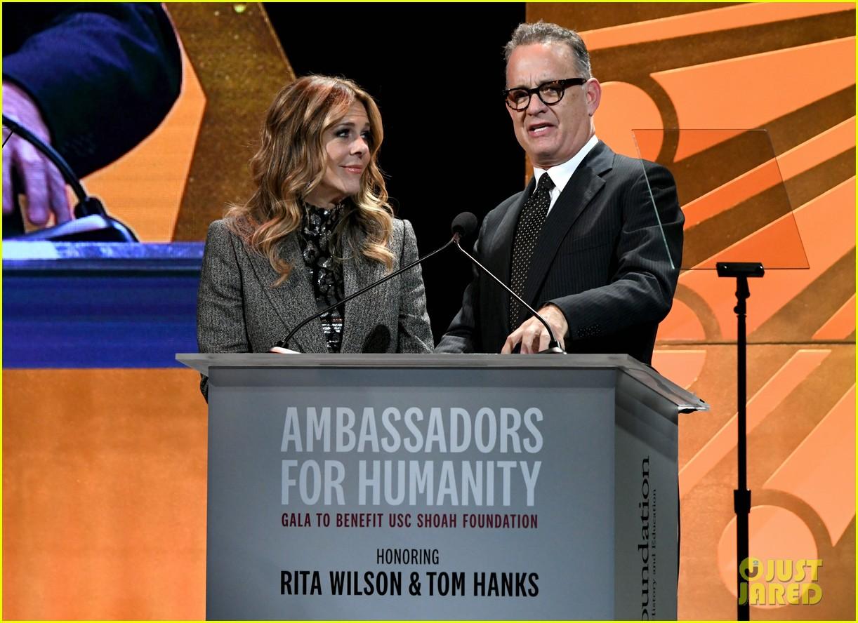 oprah helps honor tom hanks rita wilson at ambassadors for humanity 054176706