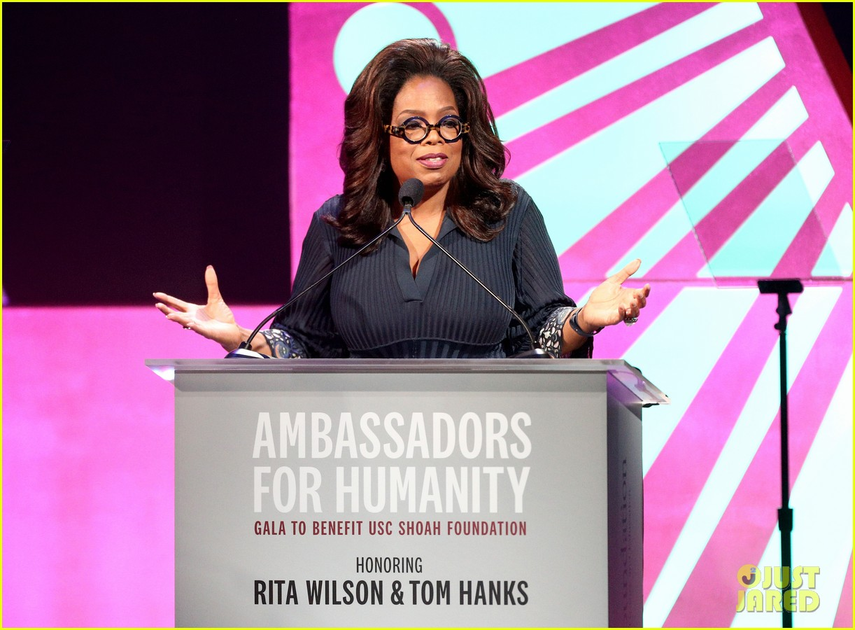 oprah helps honor tom hanks rita wilson at ambassadors for humanity gala 024176708