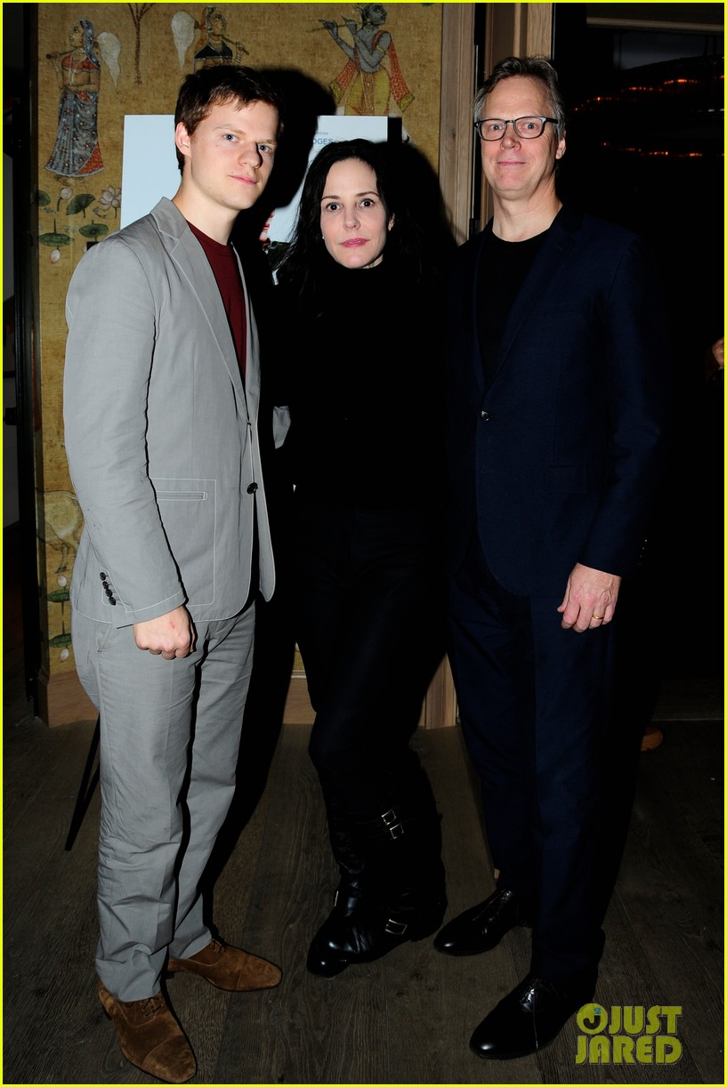 lucas peter hedges get support from family at ben is back new york screening 034188398