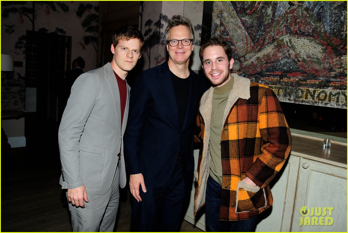 lucas peter hedges get support from family at ben is back new york screening 044188399