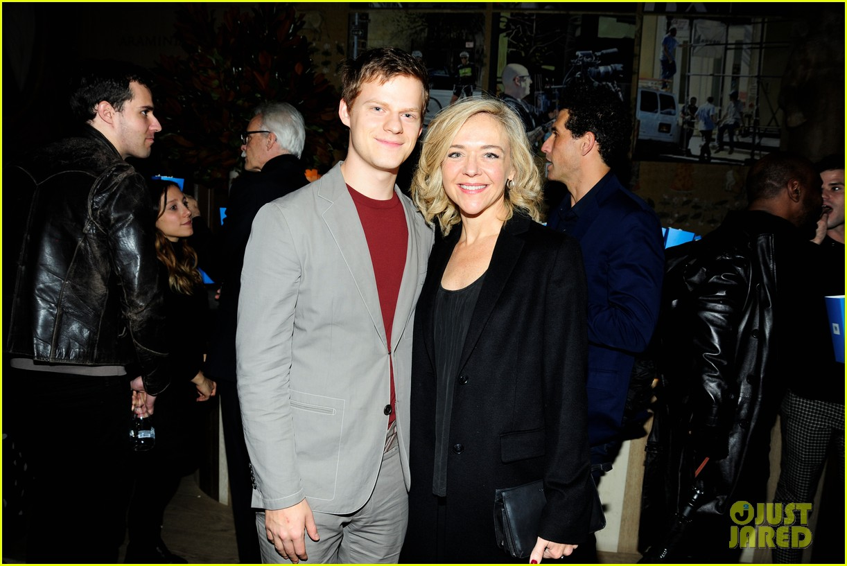 lucas peter hedges get support from family at ben is back new york screening 054188400