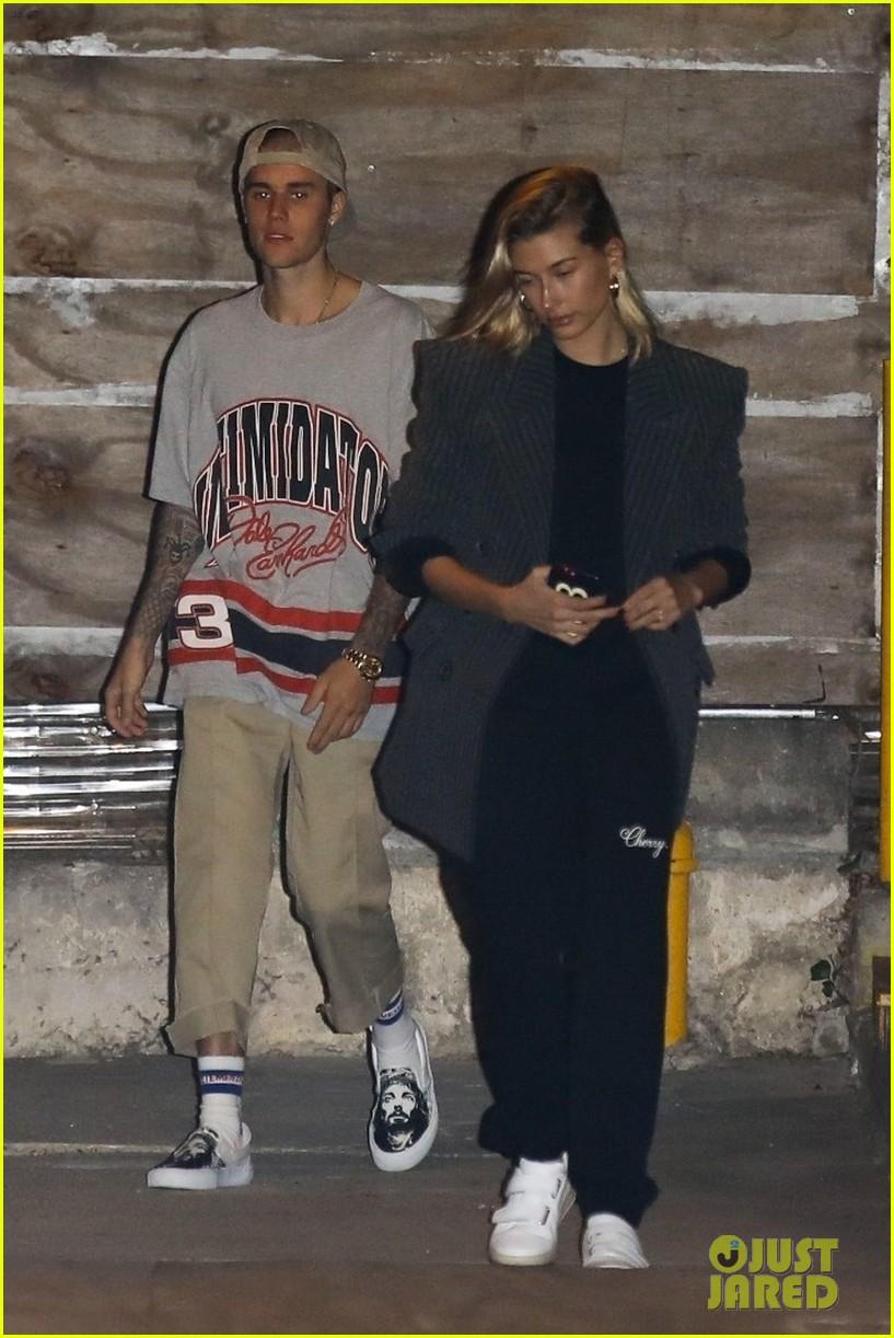 Justin Bieber dan Hailey Baldwin memilih pergi ke Gereja saat Halloween (dok. Just Jared)