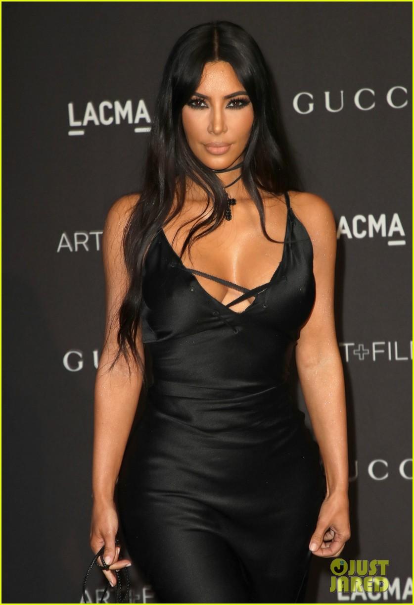 kim kourtney kardashian slay the black carpet at lacma 024175005