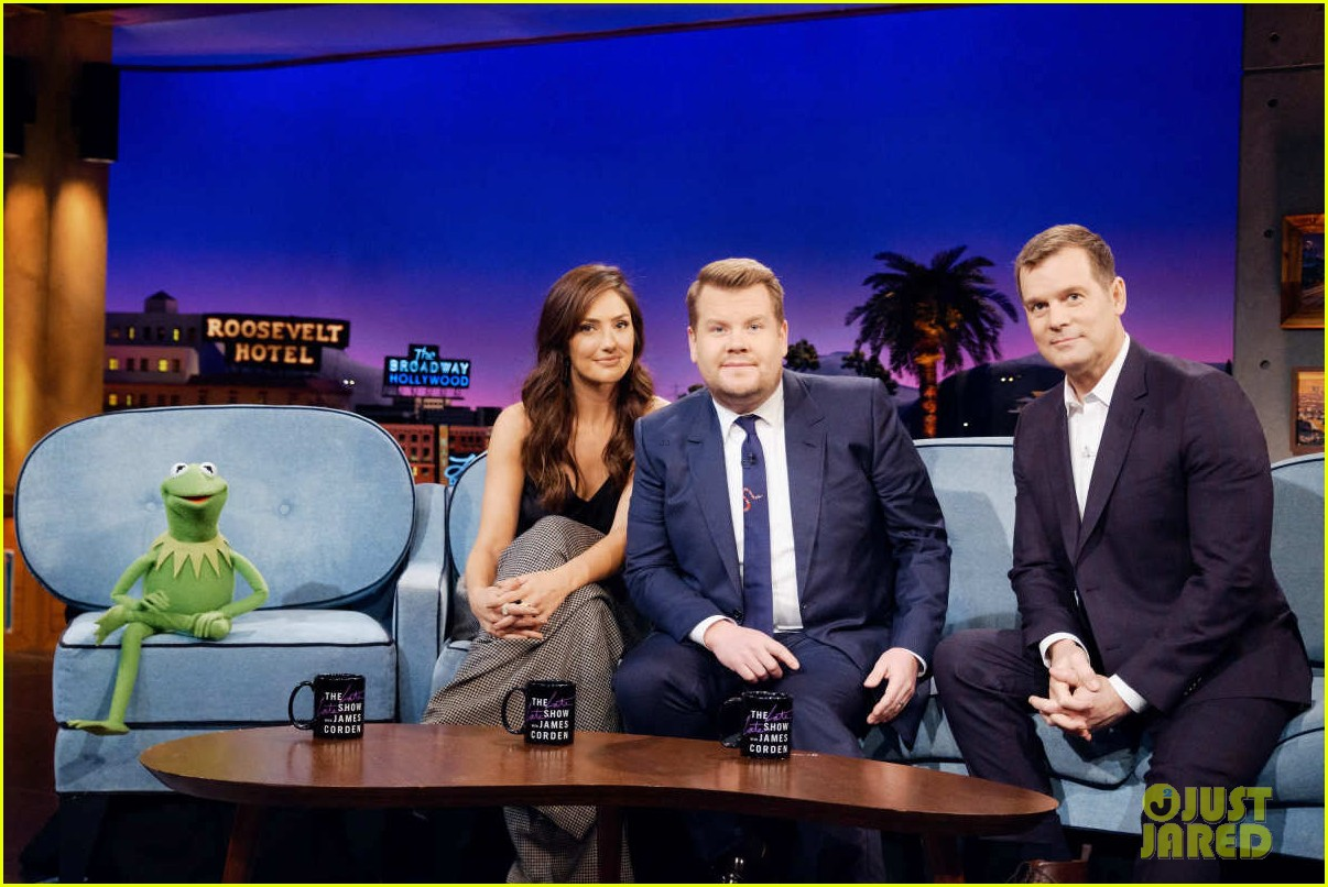 minka kelly turns down kermit the frog on late late show 01