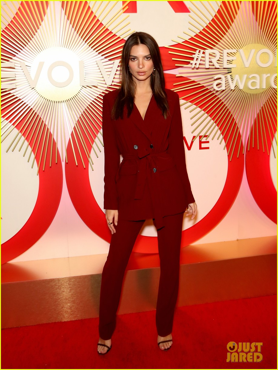 kendall jenner icon of the year revolve awards 2018 024179389