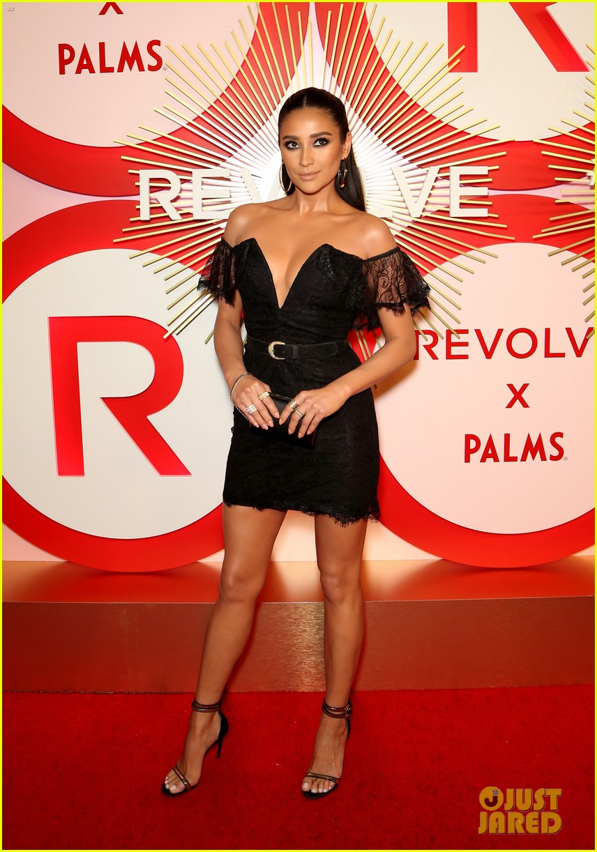 kendall jenner icon of the year revolve awards 2018 034179390