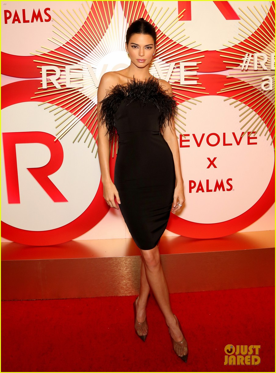 kendall jenner icon of the year revolve awards 2018 15