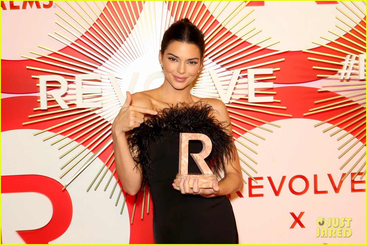 kendall jenner icon of the year revolve awards 2018 184179405