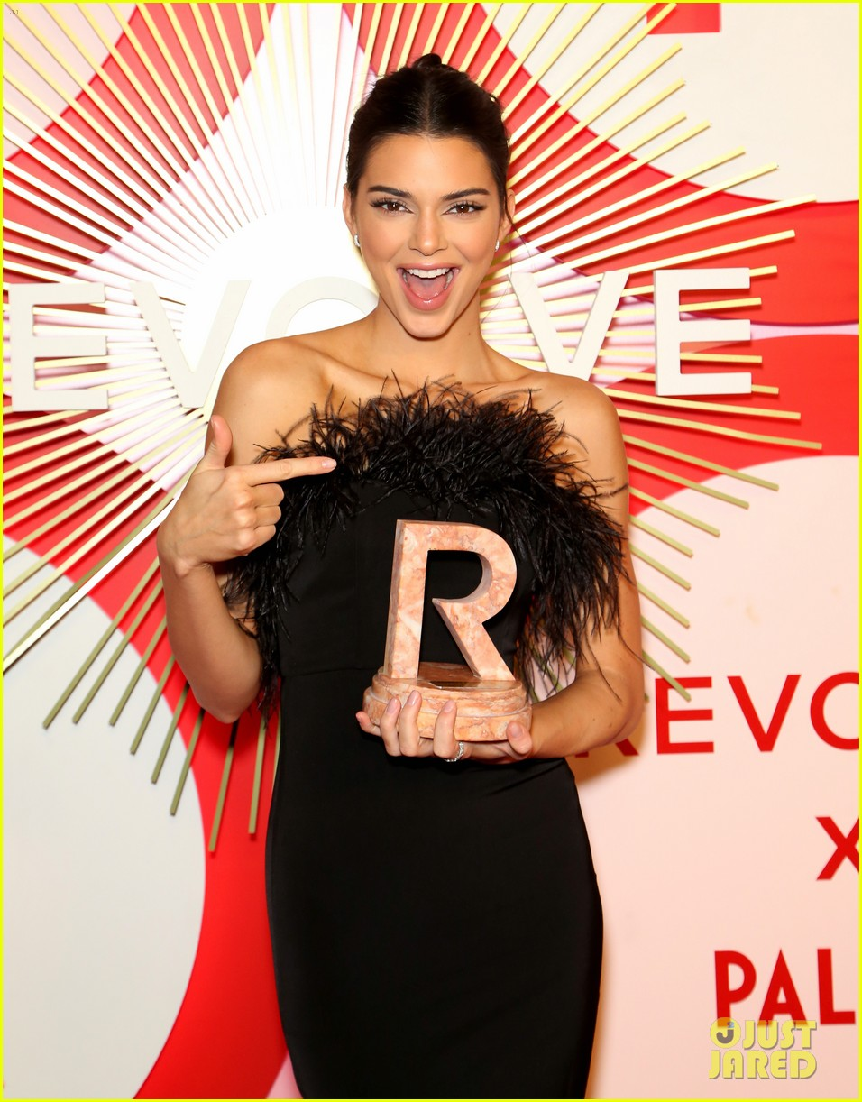 kendall jenner icon of the year revolve awards 2018 204179407