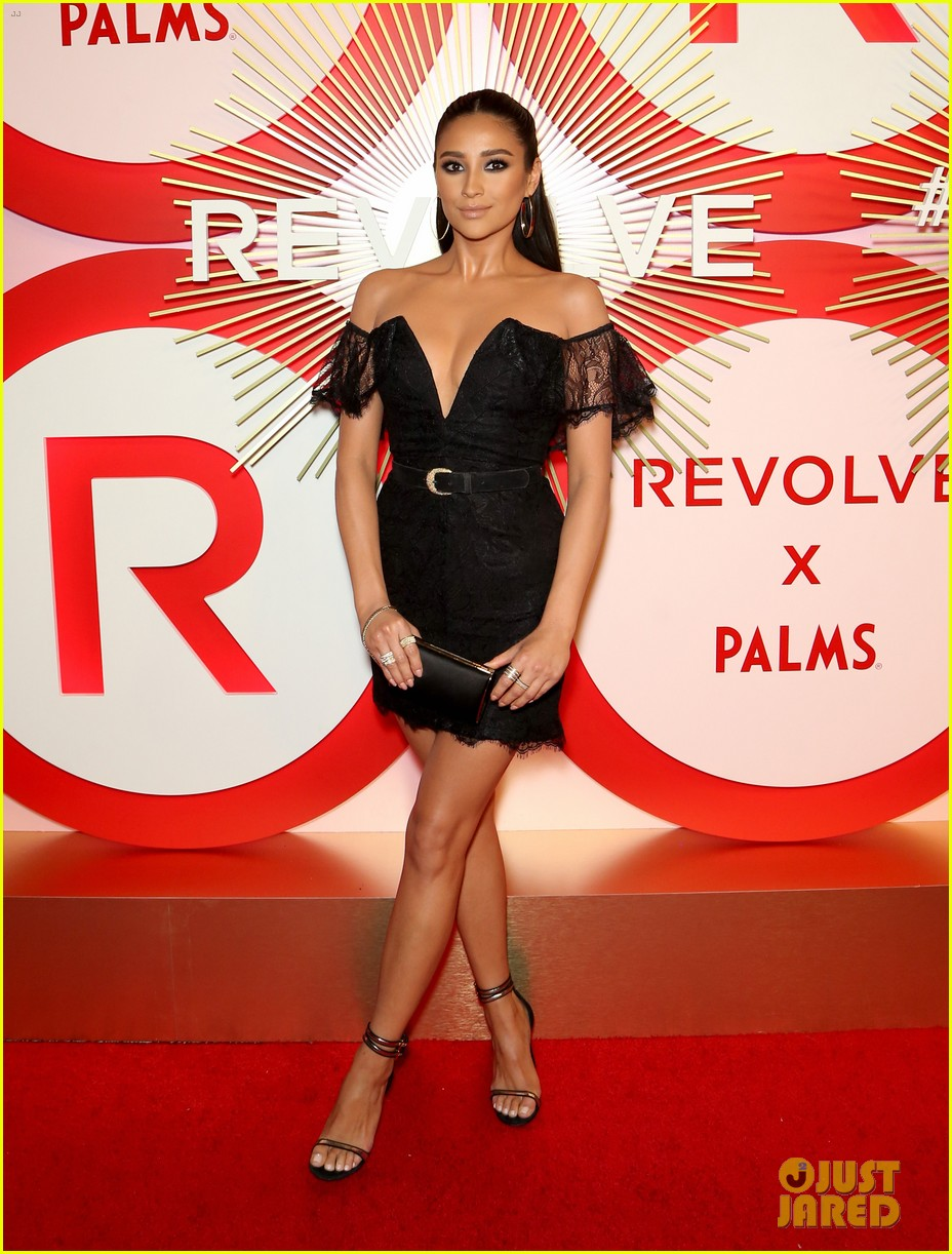 kendall jenner icon of the year revolve awards 2018 21