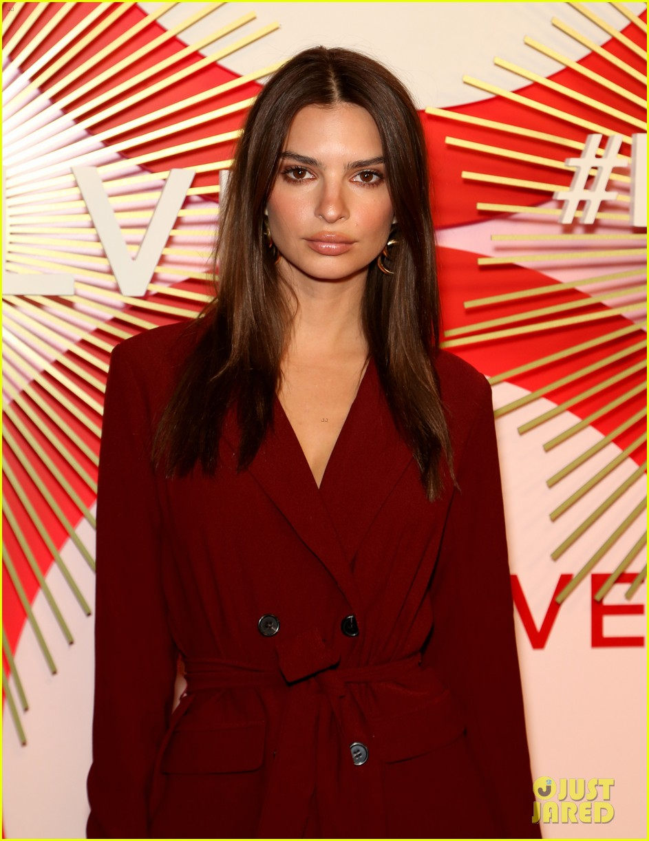 kendall jenner icon of the year revolve awards 2018 224179409