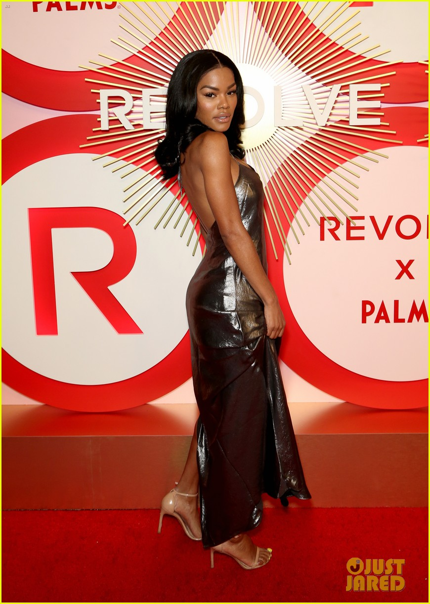kendall jenner icon of the year revolve awards 2018 274179414