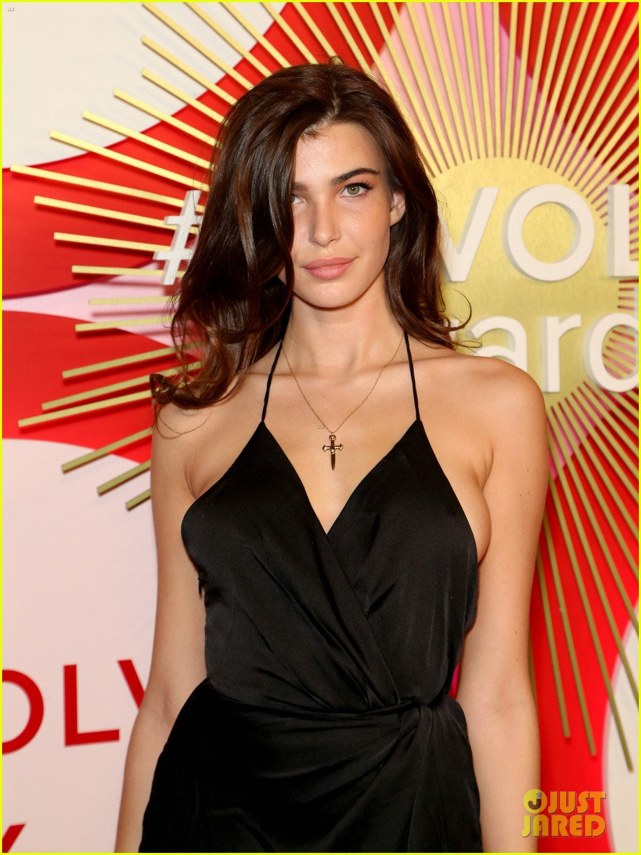 kendall jenner icon of the year revolve awards 2018 304179417