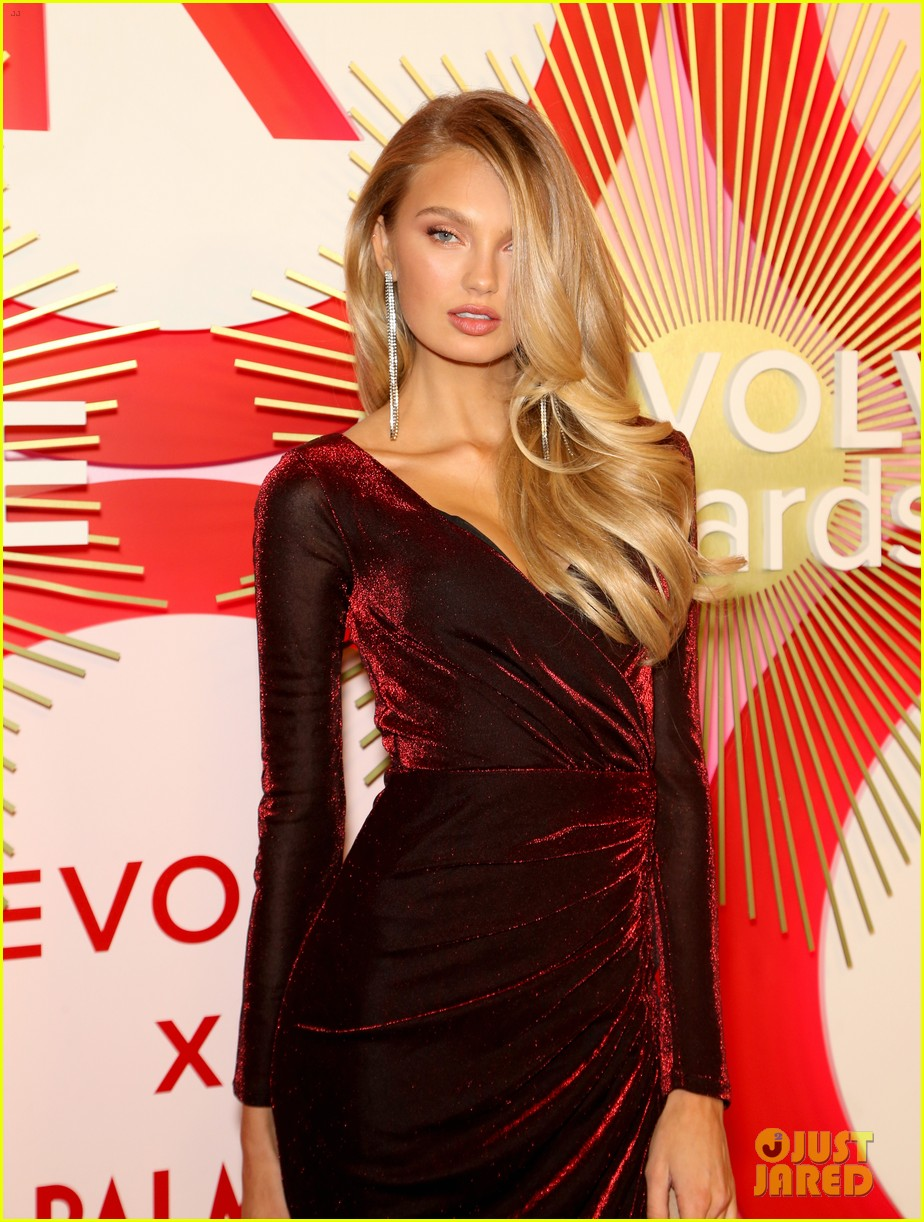 kendall jenner icon of the year revolve awards 2018 394179426