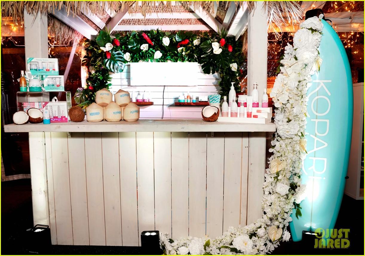 miranda kerr celebrates the groves pop shops launch with kora organics 014190480