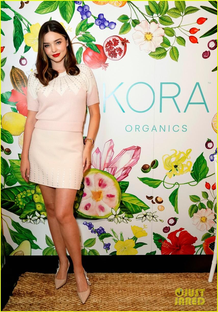 miranda kerr celebrates the groves pop shops launch with kora organics 024190481