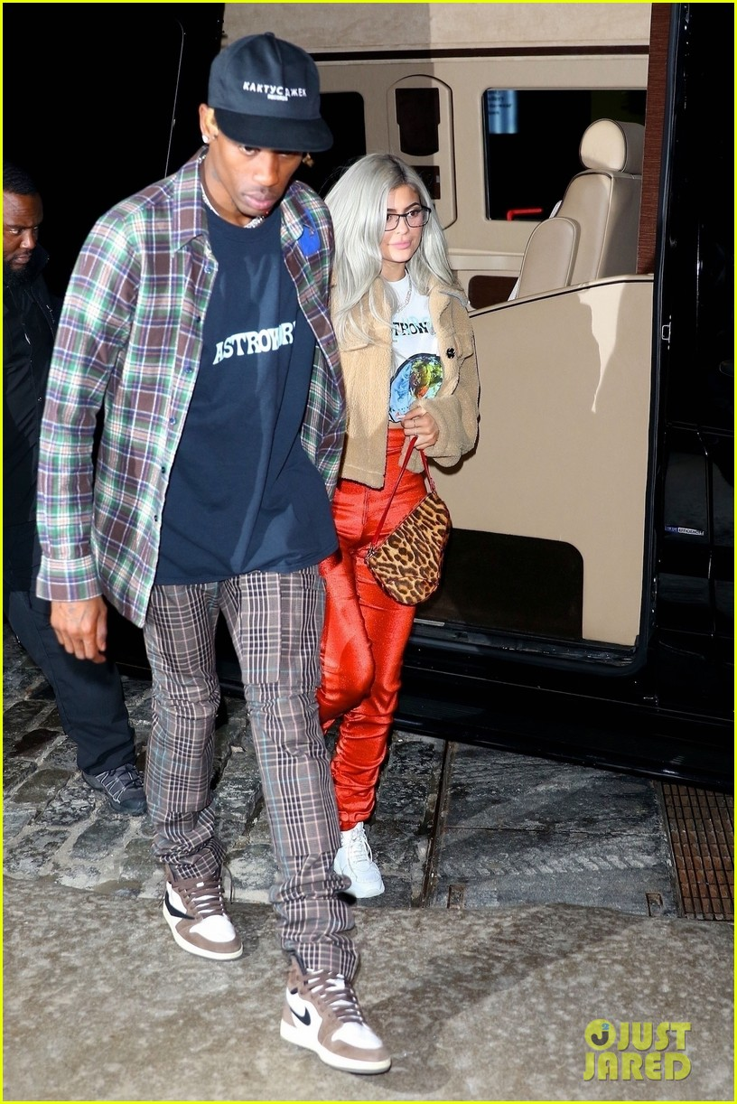 kylie jenner travis scott hold hands after his nyc concert 014188874